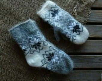 KNITTED WOOL MITTENS