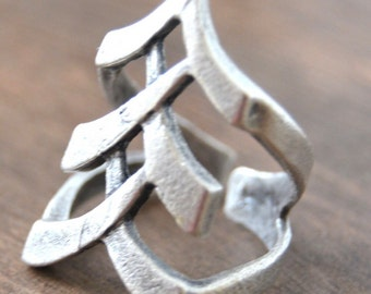 Arrow statement ring silver plated