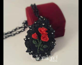 Gothic cameo necklace of red roses.