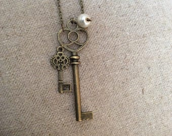 Antique bronze coloured key and pearl necklace