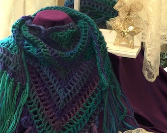 Triangular shawl/scarf with fringe