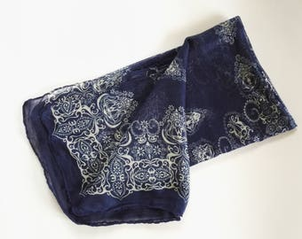 Beach wrap sarong with bandana like print