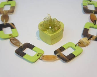 Update trendy color of the year Greenery lacquer and horn necklace for lady combine with - collier en corne corne de buffle