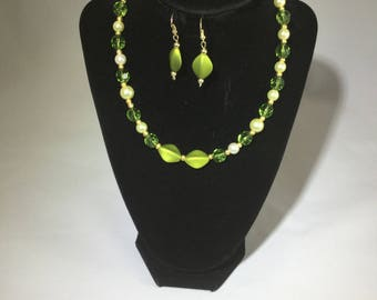 Green, Pearl and Gold Necklace with matching Earings