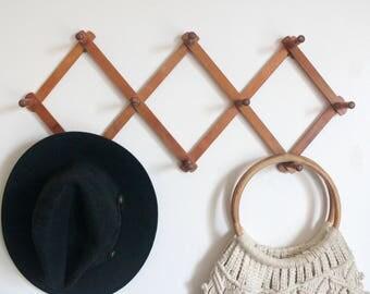 Wooden Accordion Peg Rack