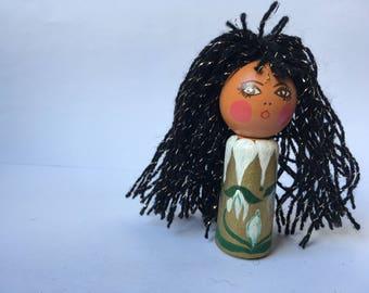 Mona poppy hair finger puppet