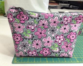 handmade fabric purse, zippered closure,