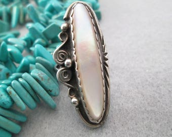 Navajo Old Pawn Genuine Mother of Pearl & Sterling Ring>> Long Luscious Stone> Simple yet Elegant design>> Excellent condition