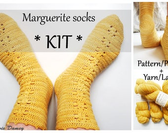 KIT to crochet socks - Marguerite socks: PDF pattern + yarn and stitch markers - Dye lot A