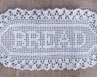 Vintage BREAD Basket Tray Liner, Filet Crochet Doily, Farmhouse Decor, Vintage Lace Bakery Display, Ecru Doily