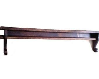 Ledge Shelf With Quilt Bar