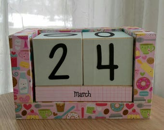 Wooden Block Perpetual Calendar - The Cutest Kitchen Calendar Ever. Kitsch Kitchen Appliances and Treats - Gifts for 20 - Gifts for Her