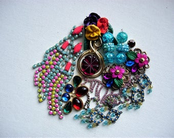 Pretty Craft Lot of Various Broken Vintage/Modern Jewelry