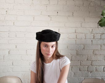 60s mod black faux fur hat / stand up beret style hat / lord and taylor italian hat / 1634a