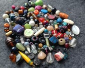 Bead lot / More than 70 assorted beads