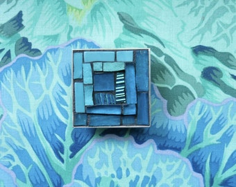 Blue Skies Log Cabin Quilt Brooch