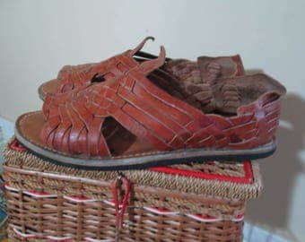 Mexican 70s huarache sandals Vintage whiskey brown leather huaraches California surfer rubber Tire soles Mexican huaraches 8 men 9 women