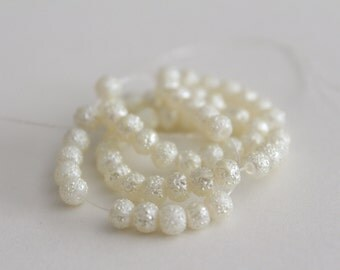 Small round glass stardust textured beads - white 4mm (25)