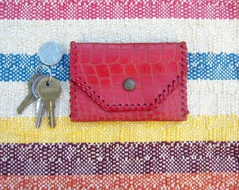 """Vintage red leather coin purse / alligator embossed, brass snap, punch stitched / gift shop kitsch, souvenir, 4"""""""