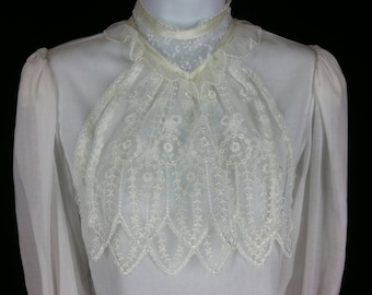 Vintage 70s Gunnies blouse Gunne Sax Jessica McClintock Victorian style white blouse with lace jabot size xs s