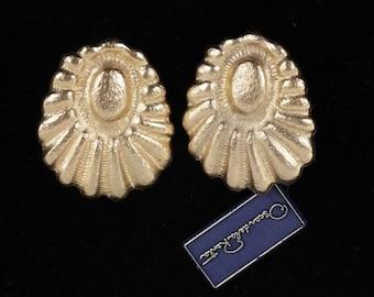 Authentic OSCAR DE LA renta vintage gold metal clip on earrings