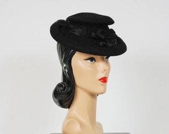 SALE - Vintage 1940s Hat - Smashing Neiman Marcus 40s Fur Felt Tilt Hat with Pleated Silk Charmeuse and Peaked Crown
