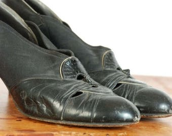 SALE - Vintage 1930s Shoes -  Chic Black Leather and Faille 30s Heels with Central Perforated Vamp Detail and Cuban Heels