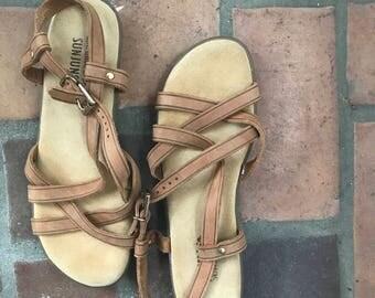 1970s Vintage Bass Sunjuns Leather Strappy Sandals Flats Shoes  7