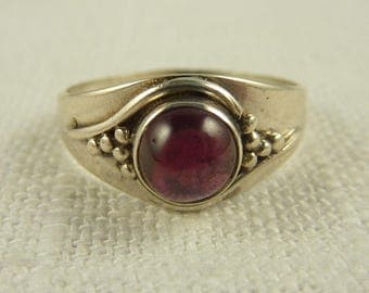 Size 7 Vintage Sterling and Garnet Stone Ring