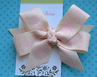 Ivory and Pale Pink Damask Classic Diva Bow