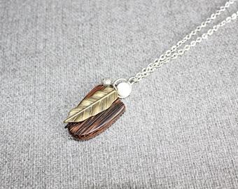collier long, bijoux fantaisie, cadeau pour elle, necklace, bois exotique, nature, feuille, leaf, bronze, blanc, white, delicat, chaine