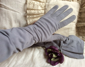 Vintage dove grey cottony nylon gathered gloves, lady's high grey comfortable gloves, grey sz 7-8 gathered gloves