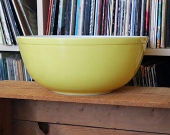 Vintage Pyrex Yellow 4 Quart Mixing Bowl