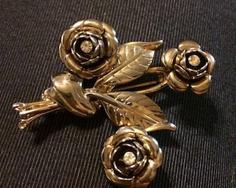 vintage gold tone flower brooch with rhinestones aaa34