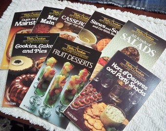 "Vintage Betty Crocker's ""Picture Cookbook"" Set in Case Total 8 Cookbooks 1982"