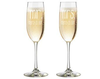 Etched Wedding Flutes, Mr and Mrs Glasses, Set of Etched Glasses, Mr and Mrs Beer Glass Set, Toasting Glasses, His and Hers Glasses