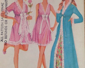 Vintage 1960s McCall's 2177 misses' robe and nightgown - size 12