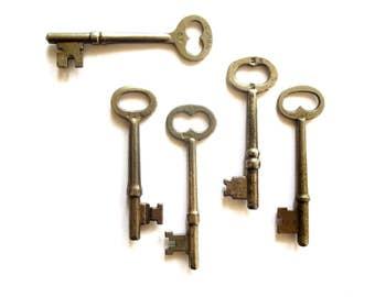 5 Vintage skeleton keys Old keys Rustic keys Antique skelton keys Aged skeleton keys Key collection Early keys Bargain keys Old bit keys #3