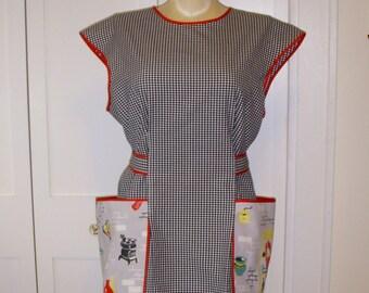 Midcentury Style Cobbler Apron, Large, Black & White Gingham, Vintage Tablecloth Pockets