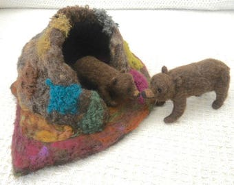 Needle felted bear and cub, Mother bear and cub, brown bear, hand felted bear, bear cave, Waldorf, play mat, pre school, play school,