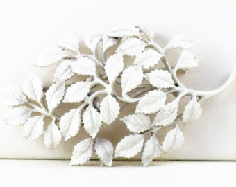 Vintage Monet White Enameled Floral Leaves Brooch Pin (B-1-3)
