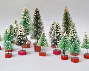 16 Antique Bottle Brush Christmas Trees . Red Wood Bases . Nice Lot Of Trees