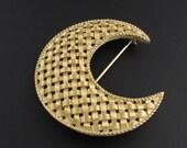 Trifari Crescent Brooch, Basket Weave Brooch, Trifari Brooch, Gold Brooch, Moon Brooch, Crescent Moon Brooch