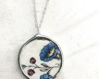 Vintage Broken China Wedgwood Williamsburg Flowers Round Necklace