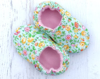 Baby girls shoes - flower print shoes - floral shoes - toddler slipper shoes - baby booties - moccasins - summer shoes for baby