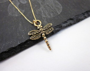 Dragonfly Charm Pendant Necklace -- Insect Wing Necklace -- Gold Dragonfly Necklace -- Gold Insect Necklace -- Critter Necklace -- Dragonfly