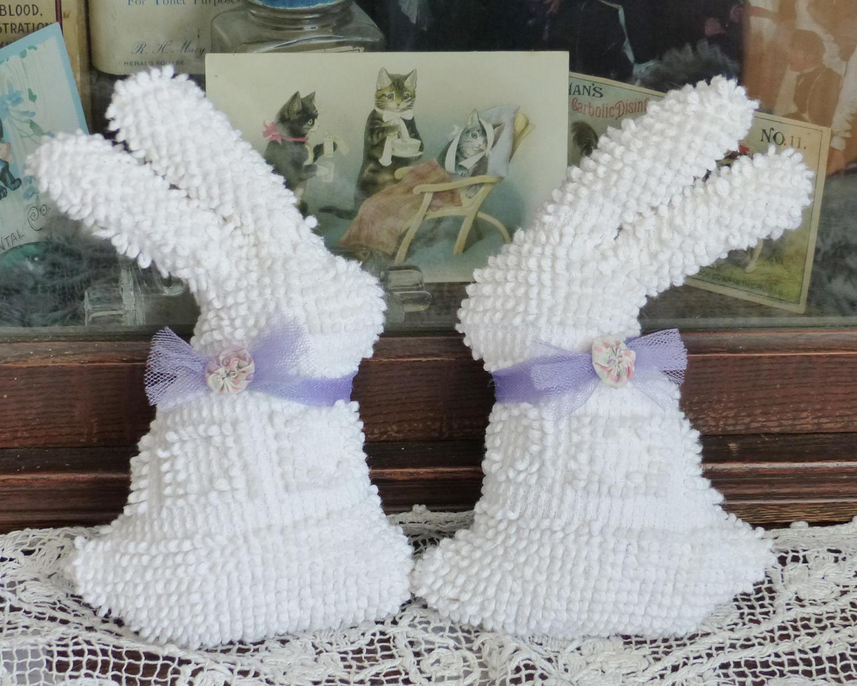 Vintage Hobnail Chenille Bedspread white Bunny Rabbit Sachet pillows