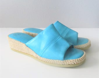 Vintage 1970's Bright Turquoise Heeled Sandals / Woman's Vacation Beach Wedges Open Toe Summer Shoes / Size 6 US