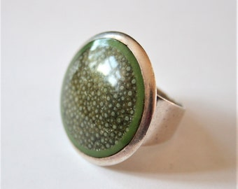 Vintage sterling silver ring. Green ring. Enamel ring.  UK size T.  US size 9 3/4