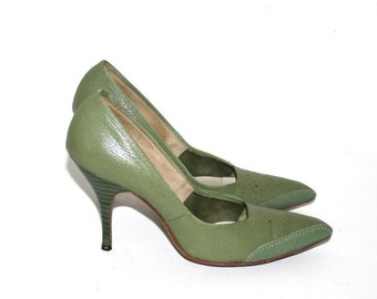 SALE 1950s High Heel Pumps . Vintage Classic 50s Two Tone Green Leather CITATIONS Pointy Toe Stiletto Heels . Size 7